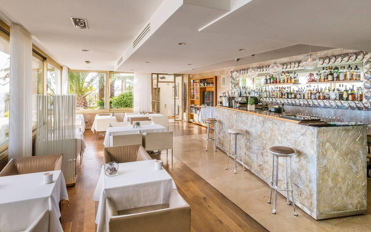 cozy bar chic restaurant marseille