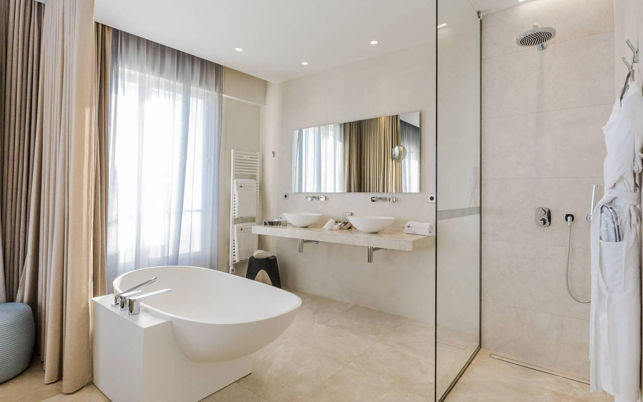 Open bathroom luxury hotel provence