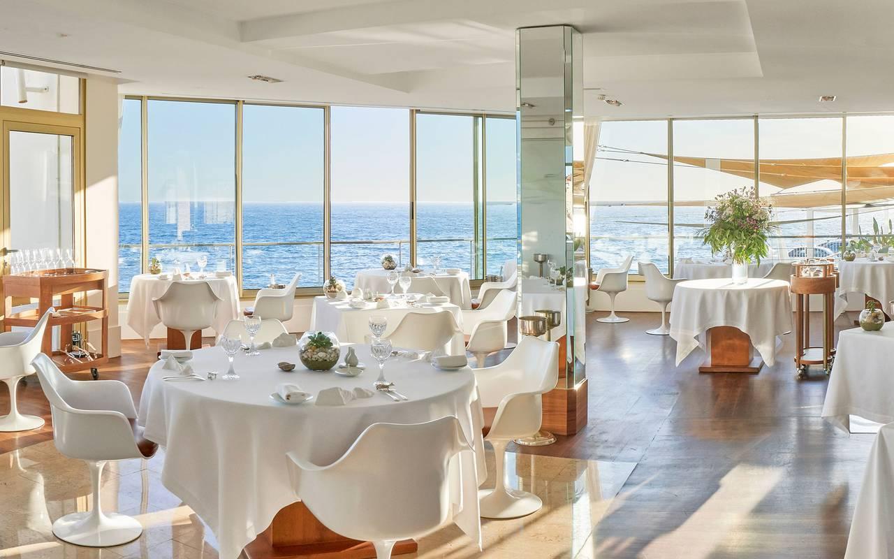 Salle moderne bon restaurant marseille