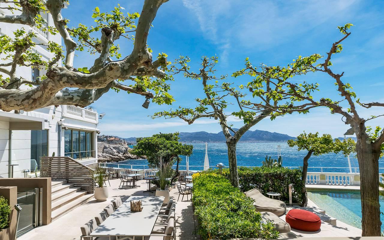 Superbe terrasse ensoleillée hôtel de luxe marseille