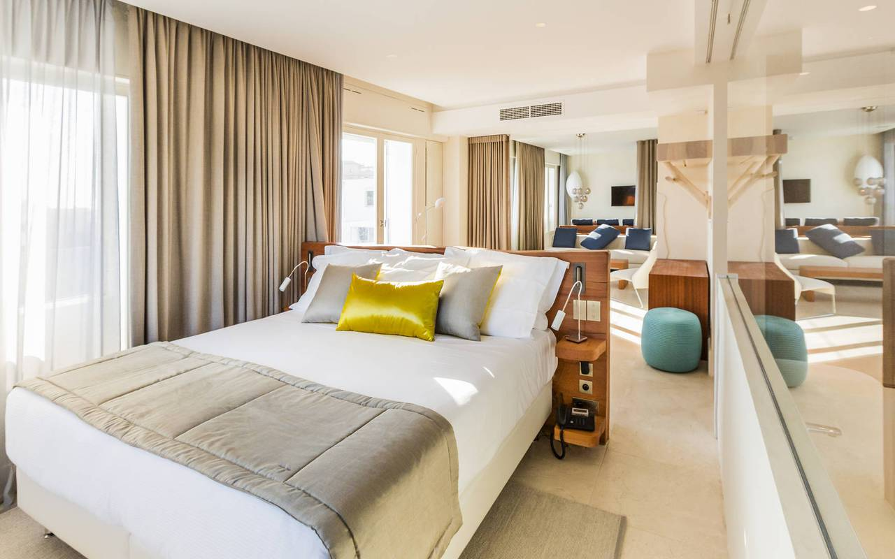 Belle chambre spacieuse hotel luxe marseille bord de mer