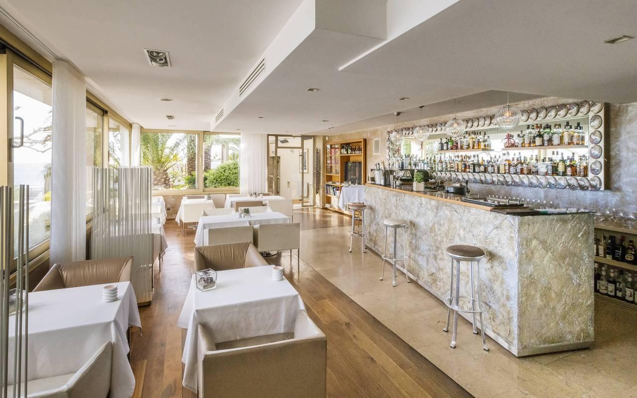 Bar restaurant lumineux hébergement marseille