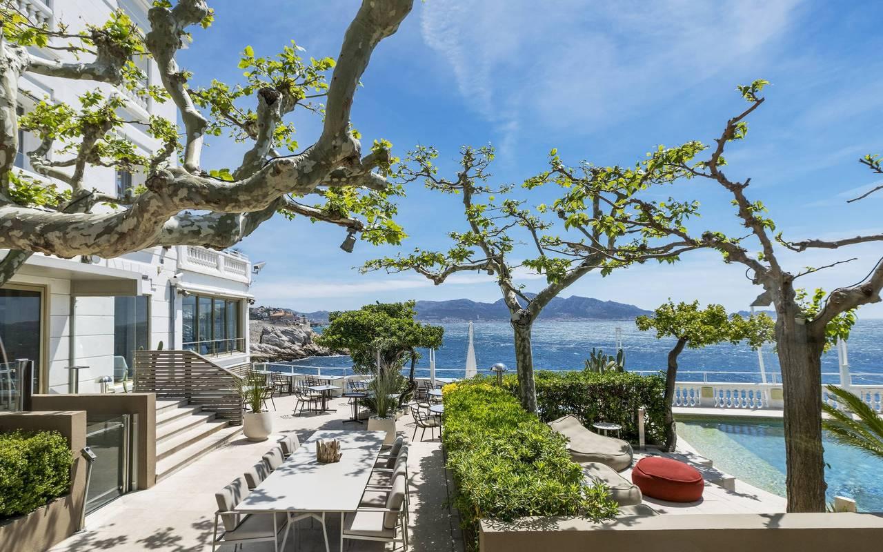 Terrasse et piscine du Petit Nice, hôtel marseille bord de mer