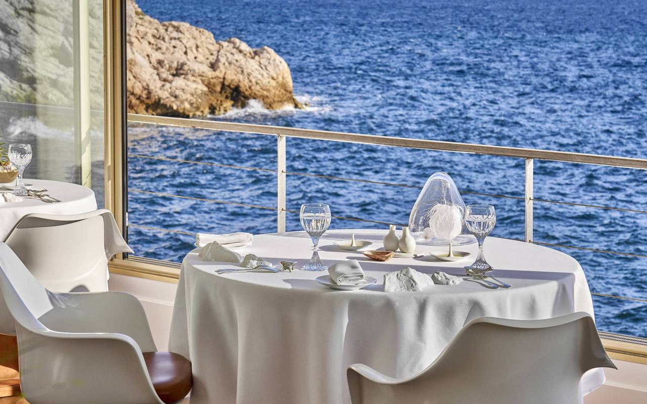 table de restaurant vue mer marseille
