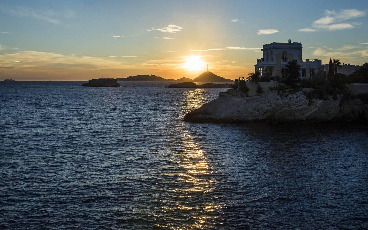Paysage avec la mer hôtel romantique marseille