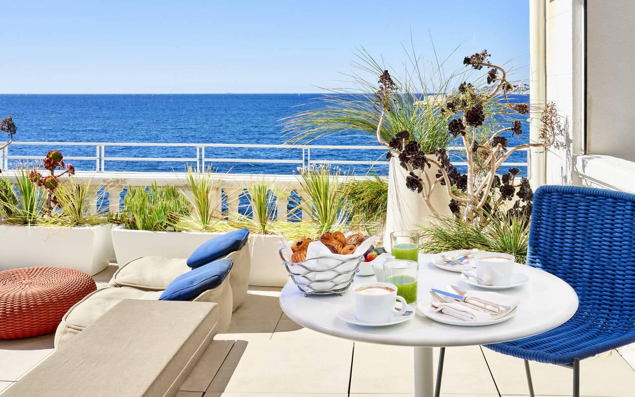 Table sur la terrasse marseille hôtel 5 étoiles