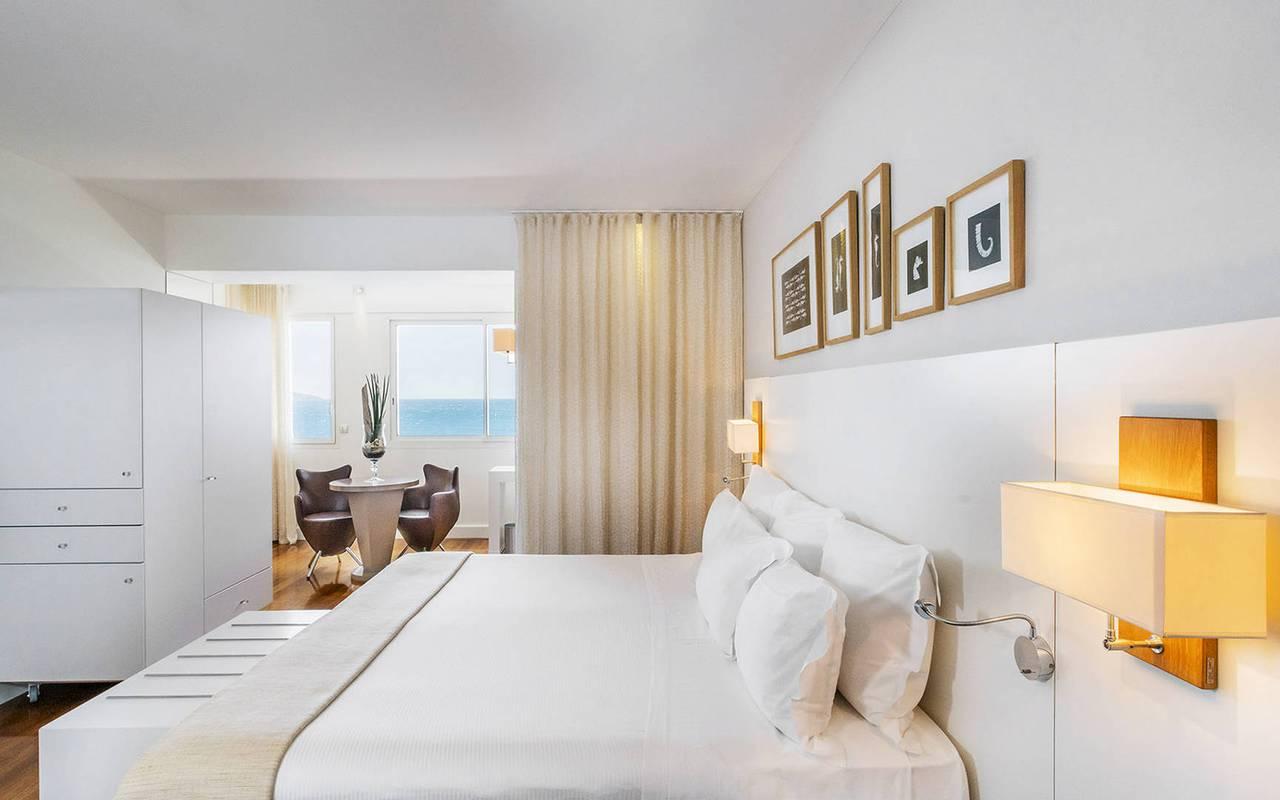 Chambre vue mer hôtel de luxe cote d azur