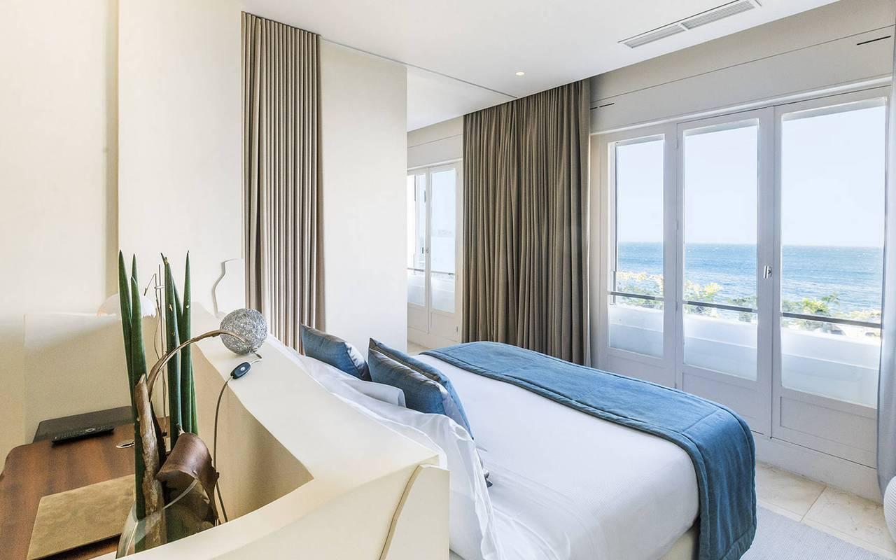 Chambre au dessus de la mer hôtel luxe paca