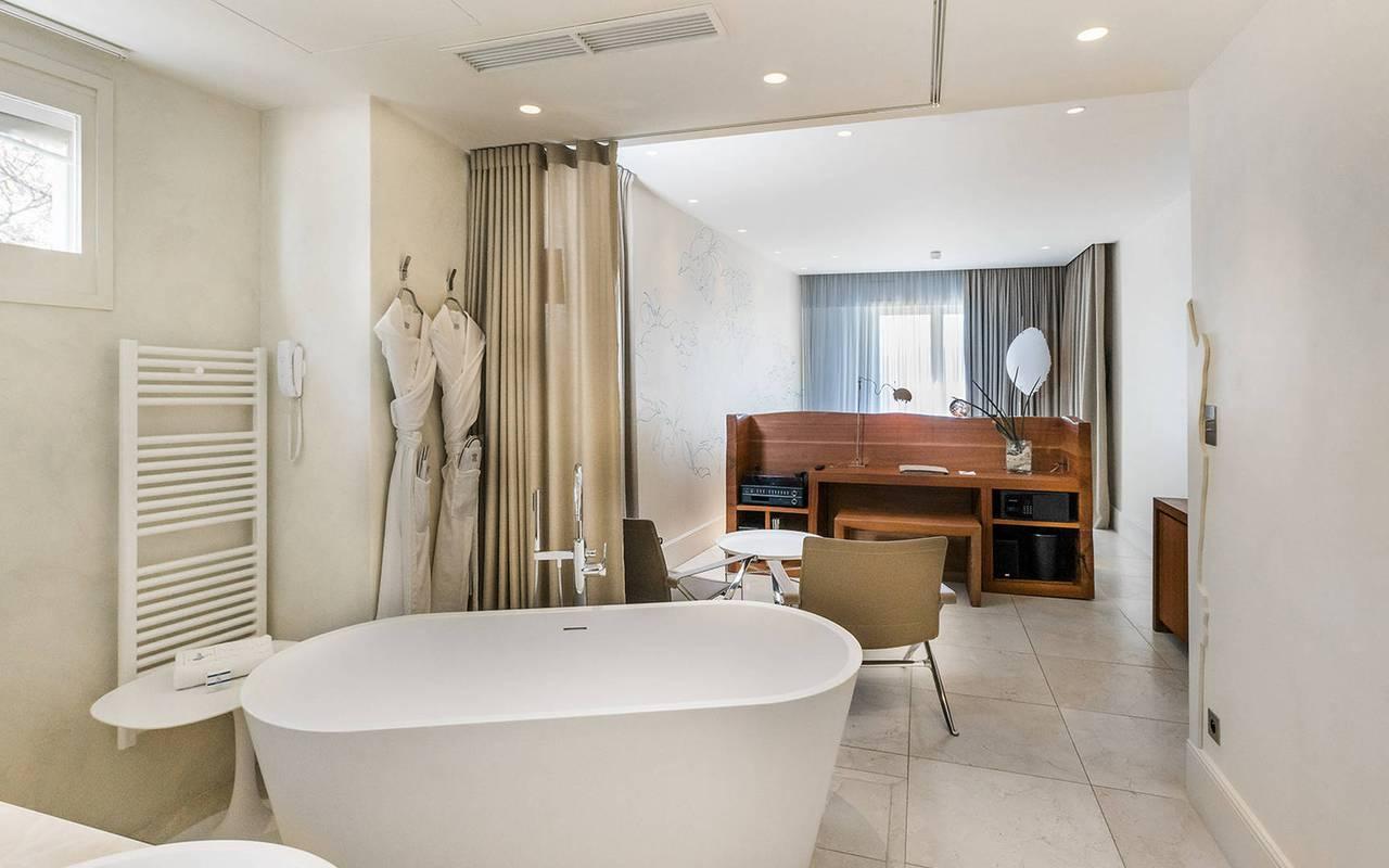 salle de bain lumineuse hôtel de luxe paca