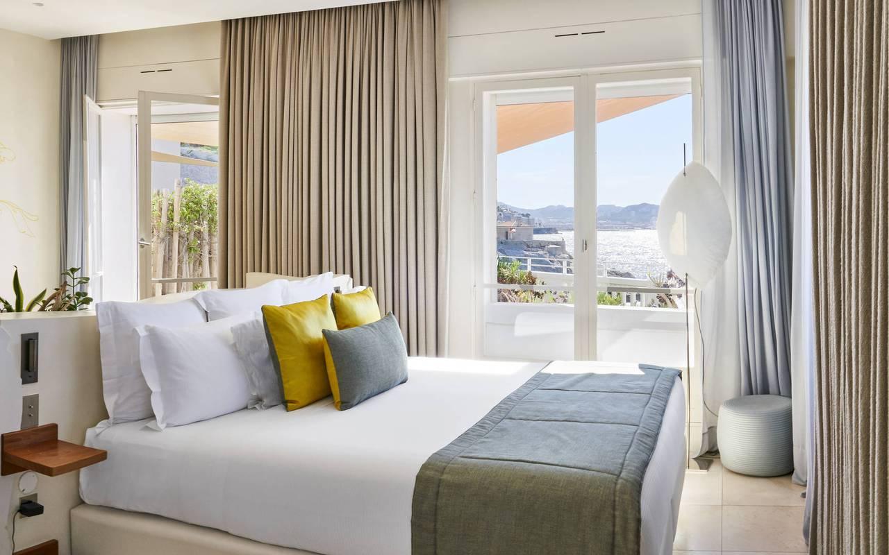 Chambre lumineuse hôtel de luxe provence alpes cote d azur