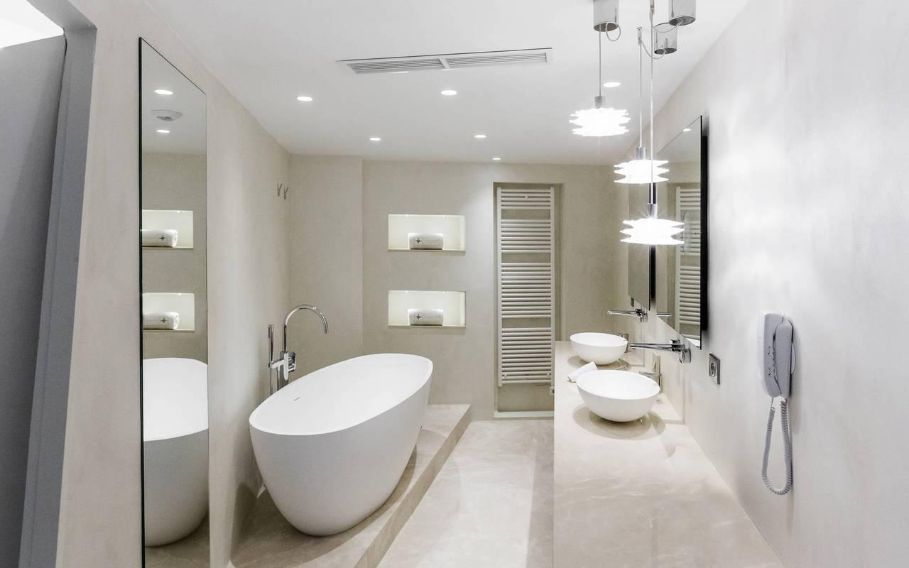 salle de bain blanche hotel seminaire marseille