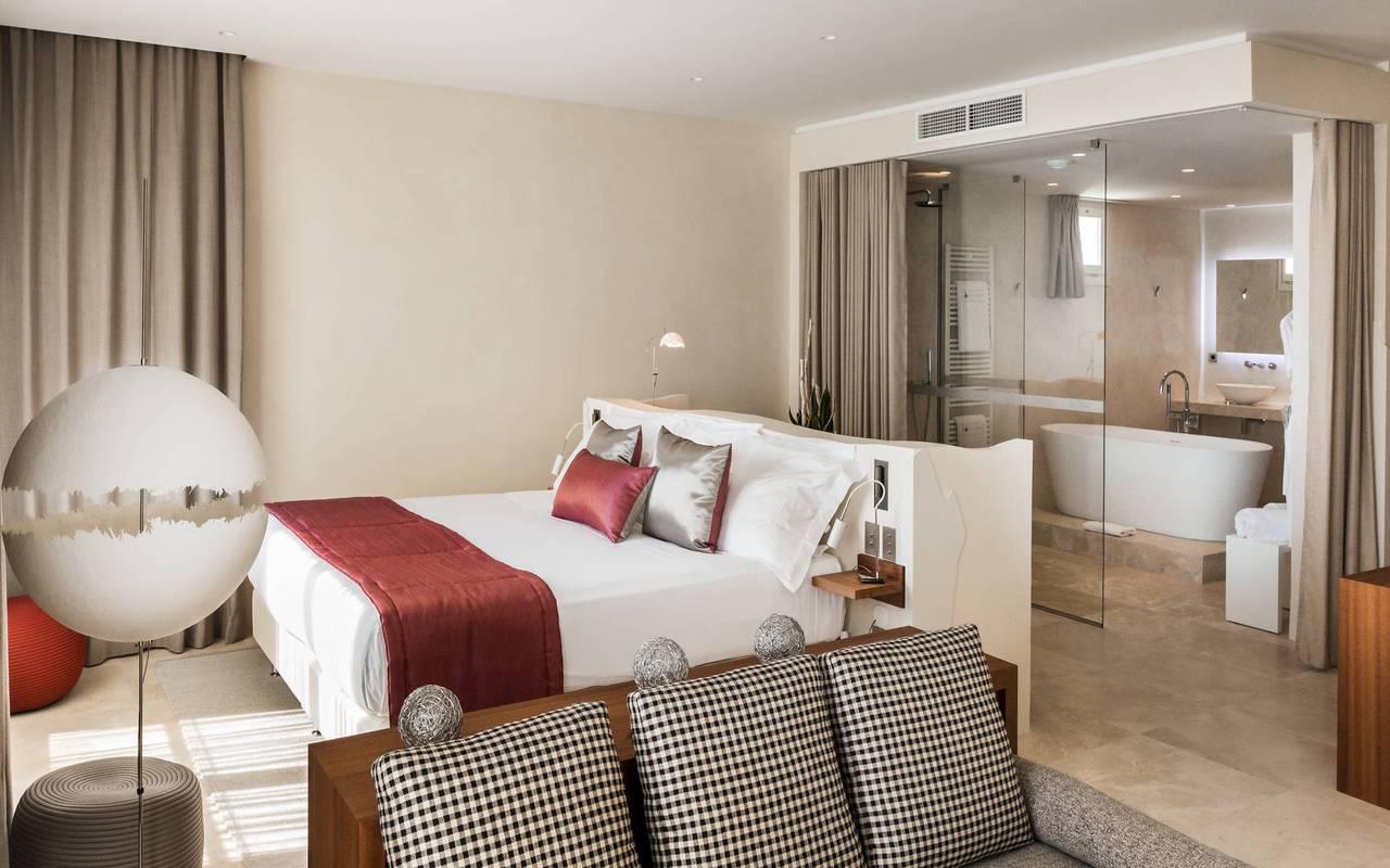 Chambre spacieuse hôtel 5 étoiles provence