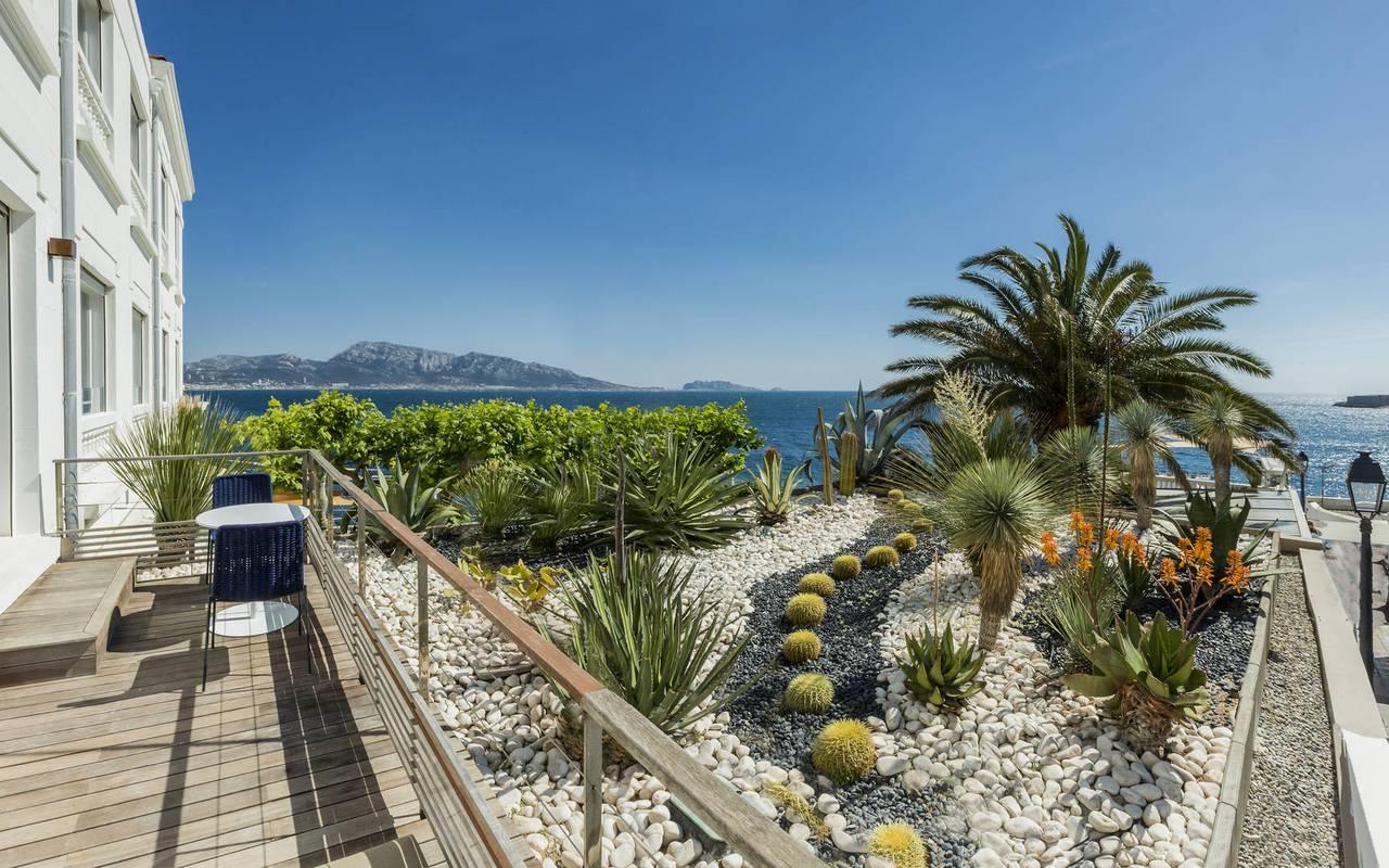 Terrasse vue mer hôtel de charme provence