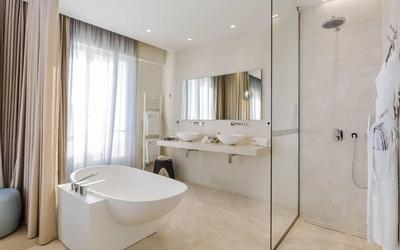 Salle de bain ouverte hôtel luxe provence