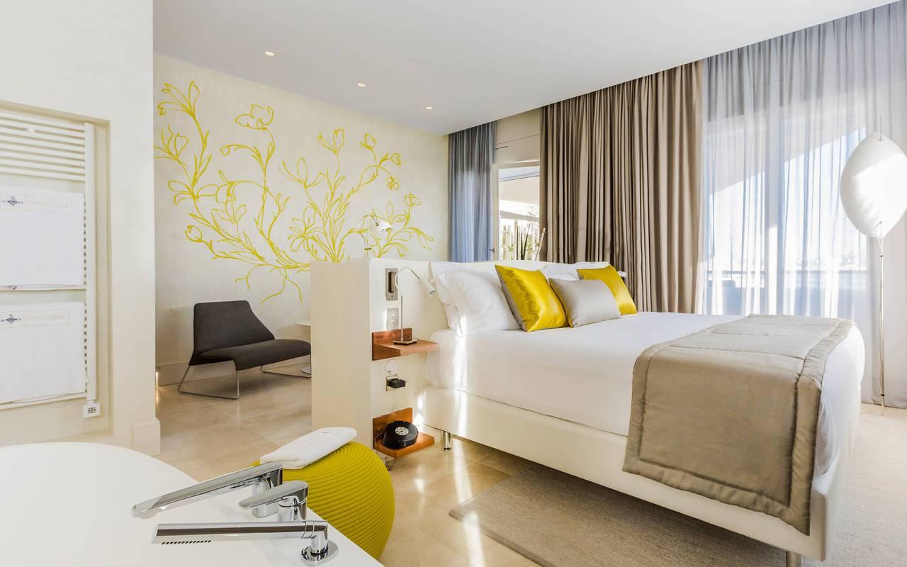 Grande chambre agréable boutique hôtel provence